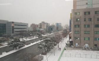 """경기남부 적설량 최고 7.9cm...""""출근길 안전 유의"""""""