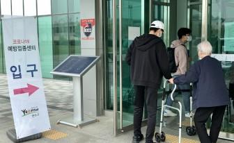 (리포트) 인천 75세 이상 오늘부터 코로나19 백신 2차 접종 시작...백신 수급 '불안'